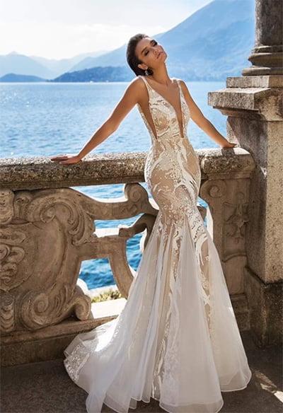 Sexy Luxury Plunge Neck Mermaid Wedding Dress